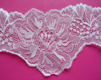 White Scalloped Stretch Lace