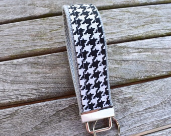 Houndstooth Black and White Key Fob, Checkered Key Chain,Black and White Writslet,Checkers Keys 1.25 in, Gifts for Mom,Her,Teacher,Sister