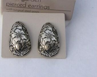 1988 Avon Floral Garden Pierced Earrings NIB