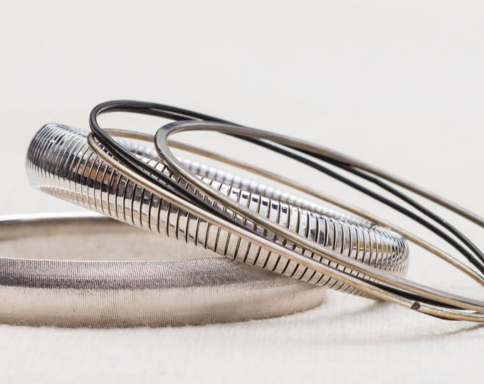 Silver Shiny Textured Monet Stretchy Vintage Bracelet Bangle Set Stackable Costume Jewelry Cuff 7AQ