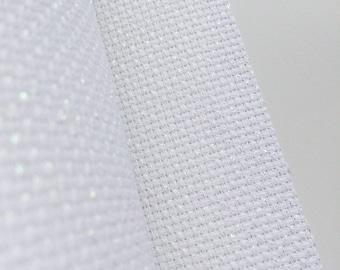 Weißer Iredescent AIDA 14 Count Stoff. Licht reflektierende Stickgarn. Hergestellt in Frankreich. hochwertige europäische Stoff.