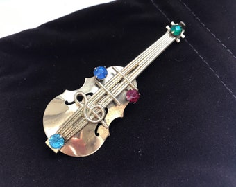 Vintage mid century large goldtone violin or cello brooch / pin with treble clef and rhinestones