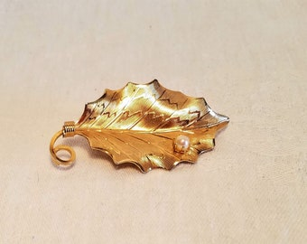 LEAF BROOCH PIN Faux Pearl Gold Tone Metal Textured Costume Jewelry Gift Vintage Retro