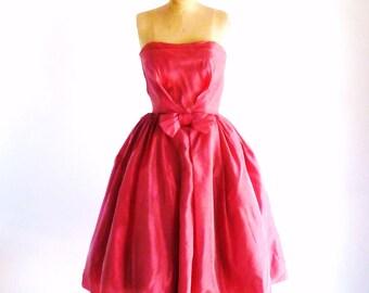 Vintage 1950s Red Party Dress Strapless Full Skirt 50s Silk Taffeta Formal Dress XS