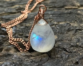 Small moonstone necklace / Moonstone pendant necklace / Rainbow moonstone necklace / Gift for daughter / Gift for wife / Gift for her