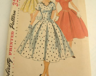 Simplicity Pattern 1076, Junior Misses' and Misses' One-Piece Dress, Size 11, Bust 29, 1955