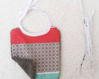 Reversible bib (0-6 months) with attached link 14