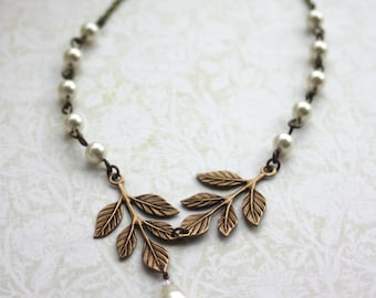 Brass Leaf Lariat Necklace, Leaves and Pearls Wedding Jewelry. Woodland Bridal Necklace. Leaf and Pearls Leaf Necklace, Two Leaves Necklace.