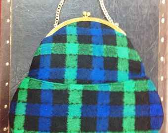 Vintage Plaid Shoulder Bag with Chain Strap and Kiss Clasp
