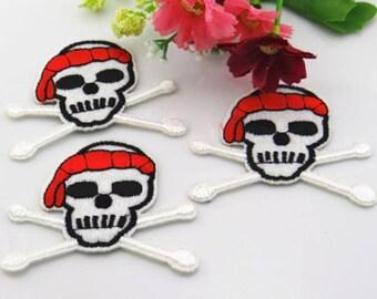 Pirate skull applique iron (x 1)