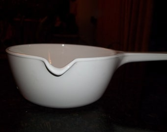 Corning Ware, Just White,  P-89-B 2 1/2 Cup Sauce Pan with lip for pouring