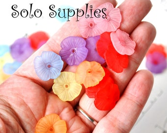 40 17mm Frosted Pansy Beads