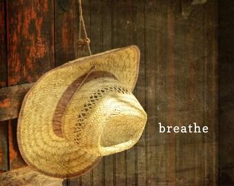 Atmen Sie Wort Kunst Poster, Sommer Stimmung, entspannende Wort Grafik, beruhigend, Zen, Foto Typografie, Stroh Fedora Hut