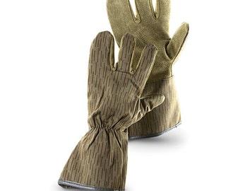 New Unissued East German Army three finger gloves mittens communist NVA DDR strichtarn raindrop camo GDR military gardening