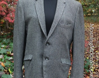 Men's VINTAGE CASHMERE BLAZER, 1960s wool jacket Sport Coat, Charcoal Gray/black herringbone, two buttons, Retro Hipster Classic Mad Men, 38