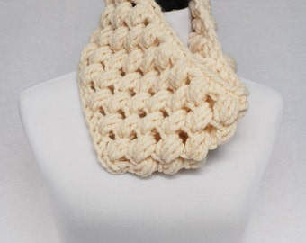 Cream Puff Stitch Cowl, Off White Bobble Cowl, Crochet Neck Warmer, Beige Infinity Scarf - Giant Bobble