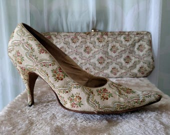 1950s tapestry heels, holiday, embroidered, Christmas, qualicraft, floral pumps, brocade, clutch, purse, matching set