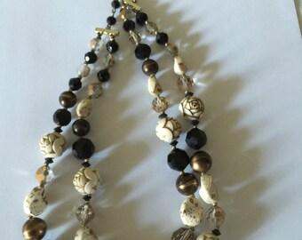 Vintage Ladies Beaded Necklace