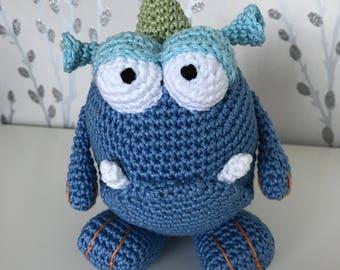 Big eyed monster, blue amigurumi dragon