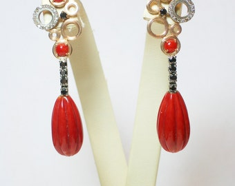 Earrings with natural coral. 9kt gold and shiny black/Orecchini./