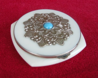 Vintage Russian Compact Powder and Mirror Flip Catch Bakelite 1960's