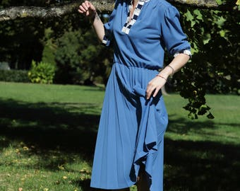 vintage blue dress 80 / made in France / pleated skirt, 3/4 sleeves / / size 36/38.