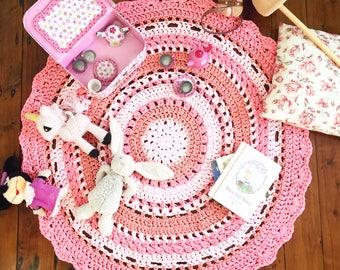Custom crochet floor rug with scallop edging