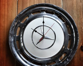 Mercedes hubcap Clock (white 002)