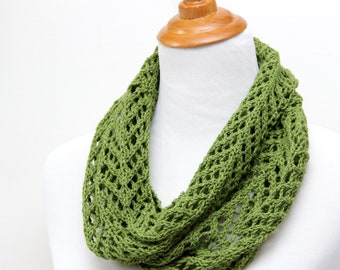 Green lace cowl for mother. Spring green cowl for mom. Silk and wool lace cowl. Hand knit lace scarf. Lightweight cowl. Little luxury cowl.