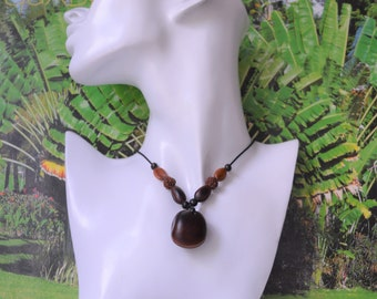 Necklace with natural seeds of the Caribbean model canna M141