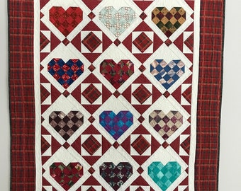 Heart quilt, Wallhanging, Throw quilt, Handcrafted cotton quilt, Hanging sleeve, Red quilt, Customizable