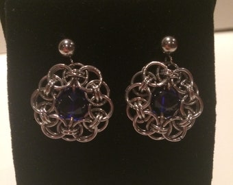 Stainless steel drop earringa with blue sapphire crystal