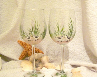 Free shipping Birdies on the beach hand painted pair of wine glasses