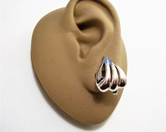 Monet Swirl Rib Triangle Clip On Earrings Silver Tone Vintage Slotted Bands Comfort Paddles Brushed Backs