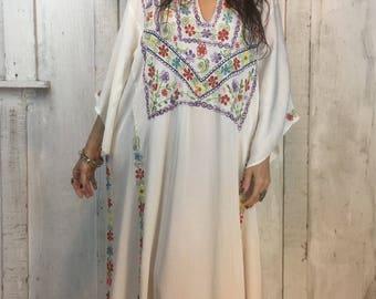 Vintage Indian Embroidered Kaftan Dress//Indian White Rayon Caftan// Bohemian Indian Embroidered Dress// 1940s Boho Gypsy Dress//