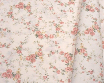 "a beautiful cut of cotton fabric ""Crown of roses"""