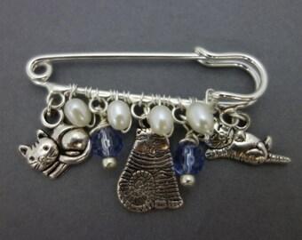 Cat charm brooch,  cat lovers brooch