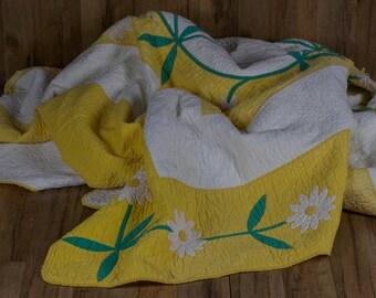 Vintage Yellow Daisy Flower Applique Quilt