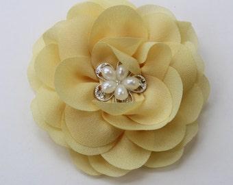 Light yellow hair clip, light yellow hair piece, pale yellow flower girls hair clip, light yellow bridesmaid hair piece girls yellow bows