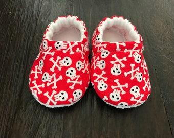 Skull baby booties // Skull crib shoes