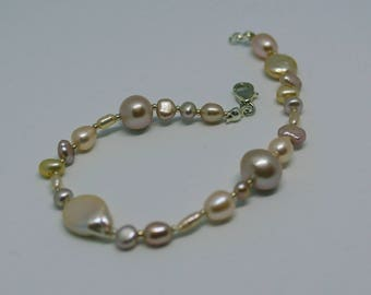 """Handmade natural pink and champagne Freshwater Pearl beaded bracelet """"Pebble"""" style with silver details"""