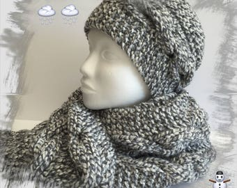 All women or teenagers, hat and scarf, twisted scarf, scarf hood, neck scarf, snood, warm, off-white, gray winter wool