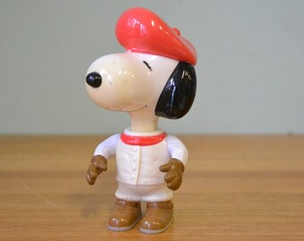 Vintage Snoopy with a red scarf and beret McDonalds figurine 2000 GT2