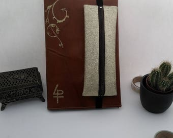 Jolie couverture en cuir véritable avec une petite trousse intégrée pour carnet A5 type Bullet Journal