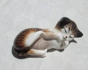 Vintage Royal Doulton Cat Bone China Figurine