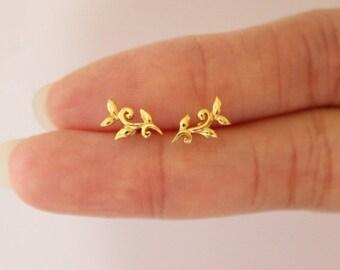 Gold Vine Stud Earrings, Leaf Stud earrings, Botanical, Danity Tiny stud earrings, silver vine earirngs, Bridesmaid Gift, Dainty earirngs
