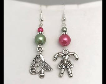 "Earrings ""Pink and green Christmas"" mismatched"