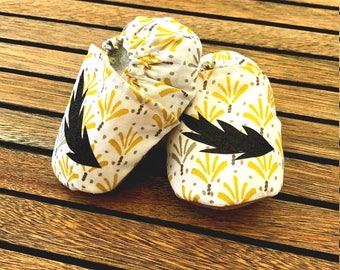"""Booties """"Feather"""" baby soft, cotton and suede sole."""