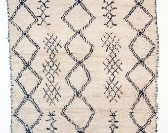 Cold Mountain - Excellent Old Beni Ouarain Berber rug