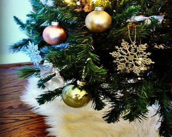 Classic Round Christmas Tree Skirt / Scalloped Edges / Faux Fur Sheepskin Round / Soft Luxury Faux Fur / All New Sizes and Colors
